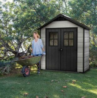 Záhradný domček z dreva a plastu na uskladnenie záhradného náradia